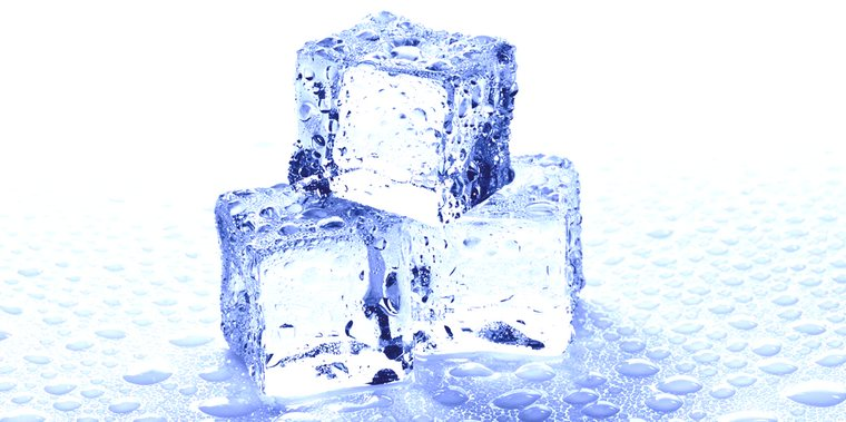 кристаллы замерзшей воды